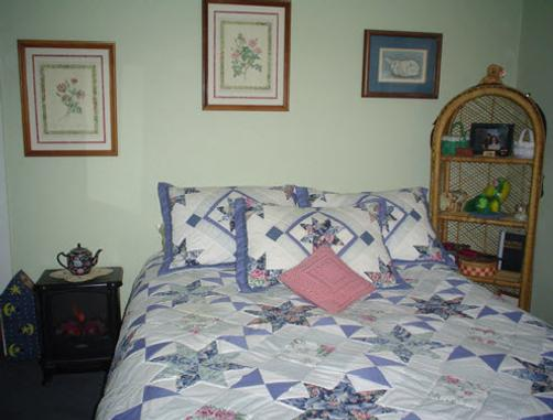 A Meadow House - Lakeville - Bedroom