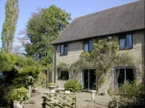 Treetops Guesthouse - Moreton-in-Marsh - Building