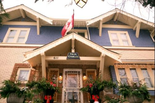 Calgary Historic B&B at Twin Gables - Calgary - Building