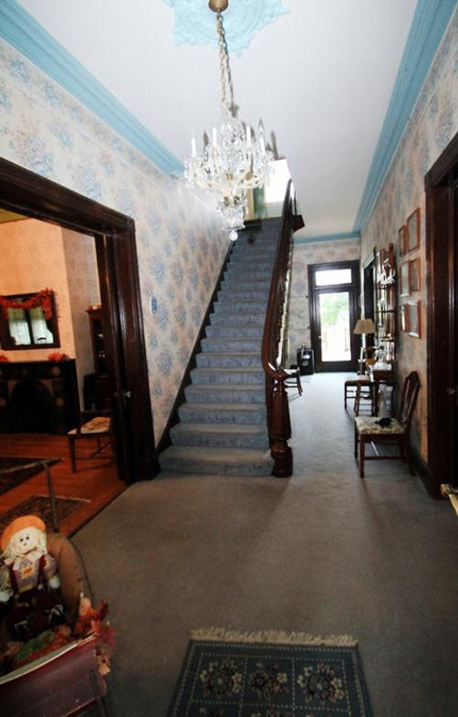 The Dominion House Bed & Breakfast - Blooming Grove - Stairs