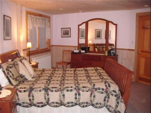 Northern Lights Bed and Breakfast - Old Forge - Bedroom
