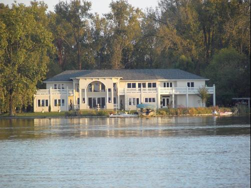 Blue Heron Guest House - Winona Lake - Building