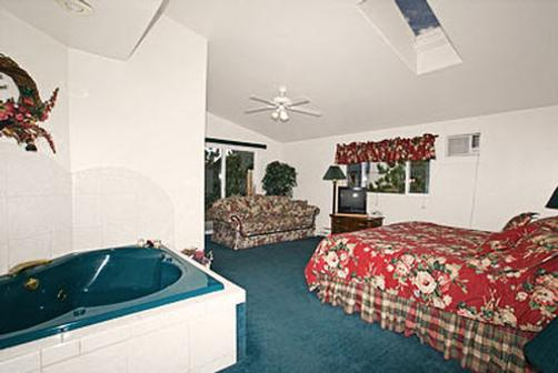 Columbine Inn - Estes Park - Bedroom