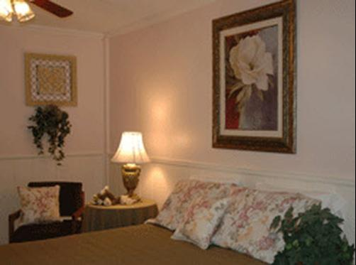 Maple Tree Inn - Whitehall - Bedroom