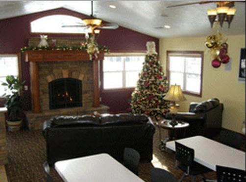 Maple Tree Inn - Whitehall - Living room