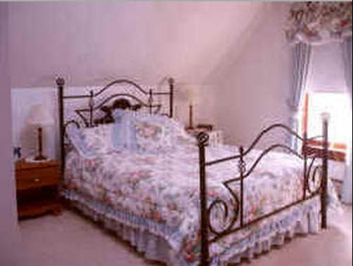 Carriage House Bed and Breakfast - Woodstock - Bed