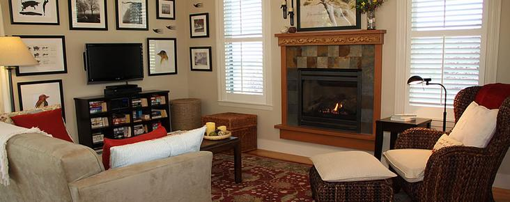 AppleGarden Cottage - Tomales - Living room
