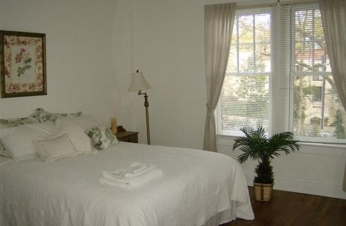 Self Discovery Center Bed and Breakfast - Atlanta - Bedroom