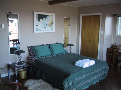 Copes Islander Oceanfront B&B - Comox - Bedroom