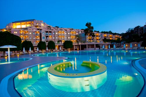 Hilton Bodrum Turkbuku Resort & Spa - Bodrum - Building