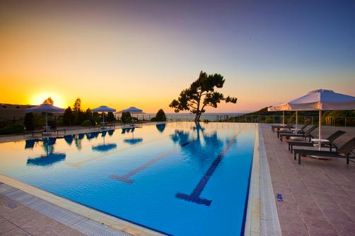 Hilton Bodrum Turkbuku Resort & Spa - Bodrum - Pool