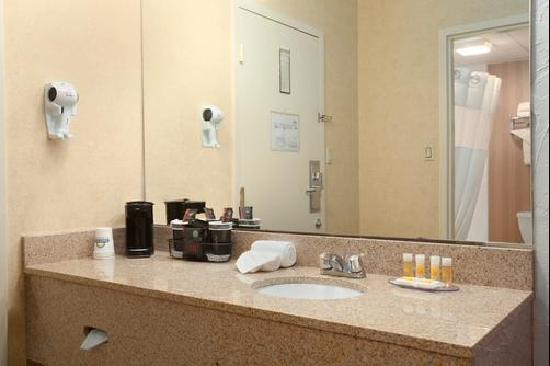 Days Inn Bangor - Bangor - Bathroom