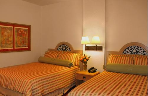 Sirata Beach Resort - Saint Pete Beach - Queen bedroom