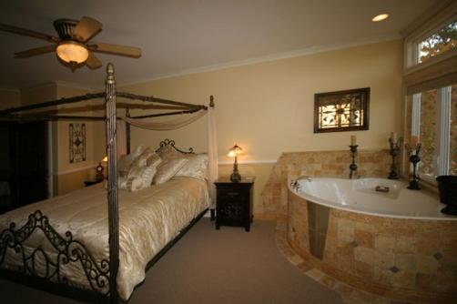 High Ridge Manor Bed & Breakfast - Paso Robles