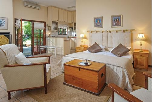 Cosmos Cuisine - Addo - Bedroom