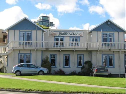 Barnacles Seaside Inn - Paraparaumu - Building