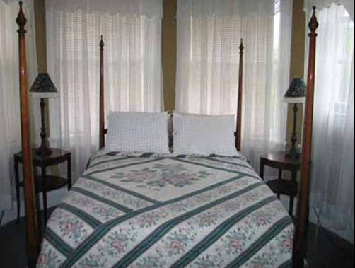 Stonegate Mansion - Great Barrington - Bed