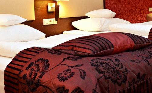 Hotel Aviator - Radom - Bed