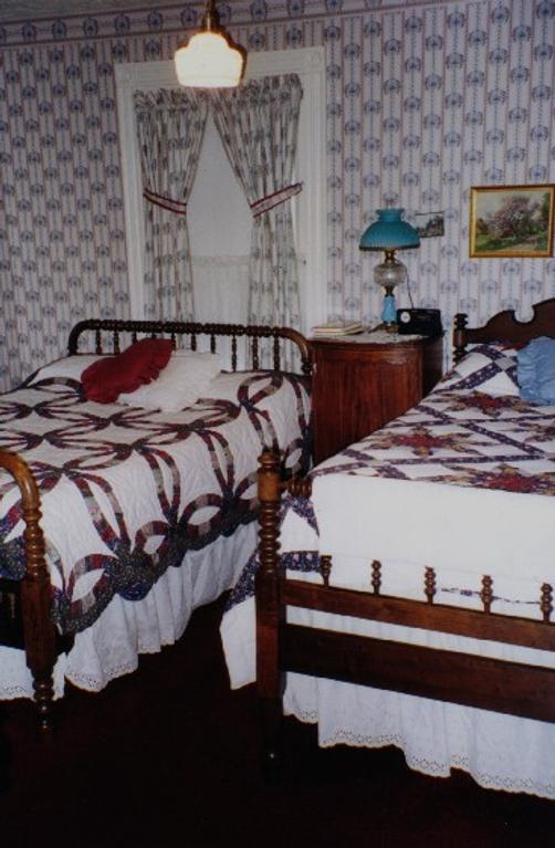 The Michael Cahill B&B - Ashtabula - Bed
