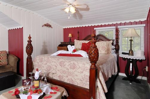 Laurel Springs Lodge B&B - Gatlinburg - Bedroom