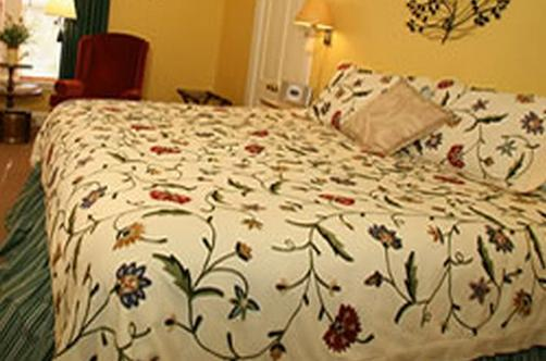 C. W. Worth House Bed & Breakfast - Wilmington - Bed