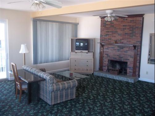 Sea Dip Beach Resort - Daytona Beach - Living room