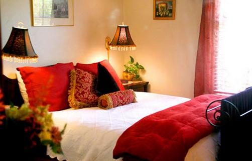 Peppertrees Bed and Breakfast Inn - Tucson - Bed