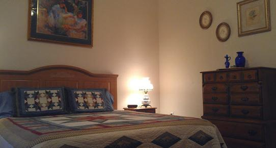 Dinosaur Trail Cabins & Cottages - Granbury - Bedroom