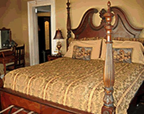 Strickland Arms Bed And Breakfast - Austin - Bed