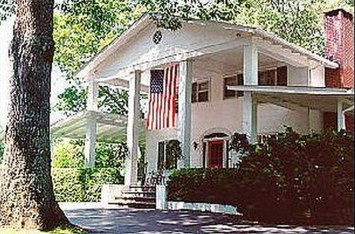 Colonial Pines Inn Bed And Breakfast - Highlands - Building