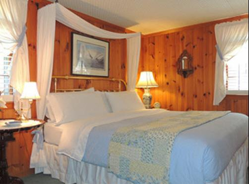 Colonial Pines Inn Bed And Breakfast - Highlands - Bed