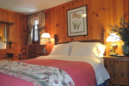 Colonial Pines Inn Bed And Breakfast - Highlands - Bedroom