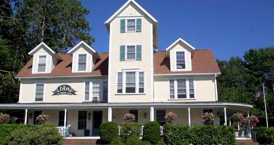 Inn at Smith Cove - Gilford - Building