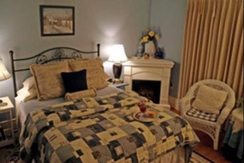 Sweet Autumn Inn - Lake Mills - Bedroom