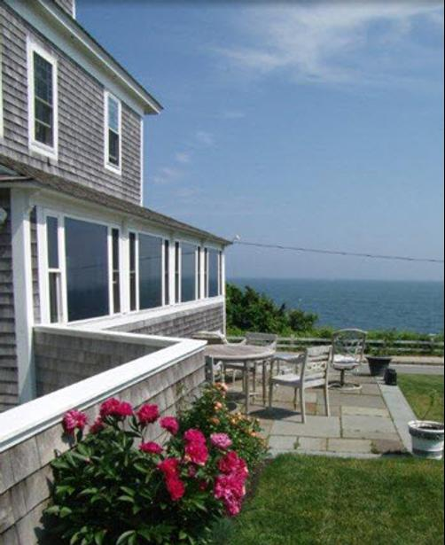 Baileys By The Sea a Cape Cod Oceanfront B & B - Falmouth - Building