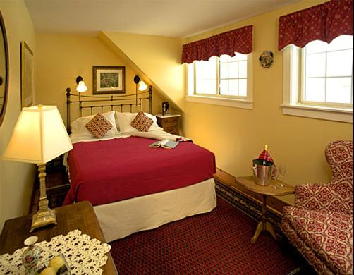 Beaver Pond Farm Bed & Breakfast - Warren - Bedroom