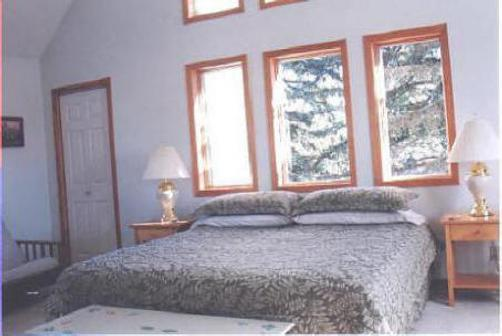 Macarthur House Bed And Breakfast - Grand Marais - Bed