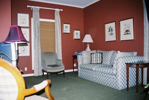 Cook's Cottage at Rip Van Winkle Gardens - New Iberia - Living room