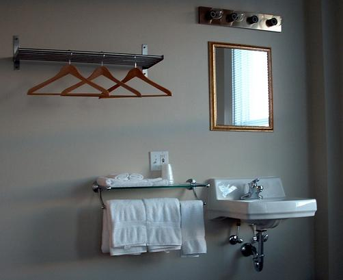 Port Angeles Downtown Hotel - Port Angeles - Bathroom