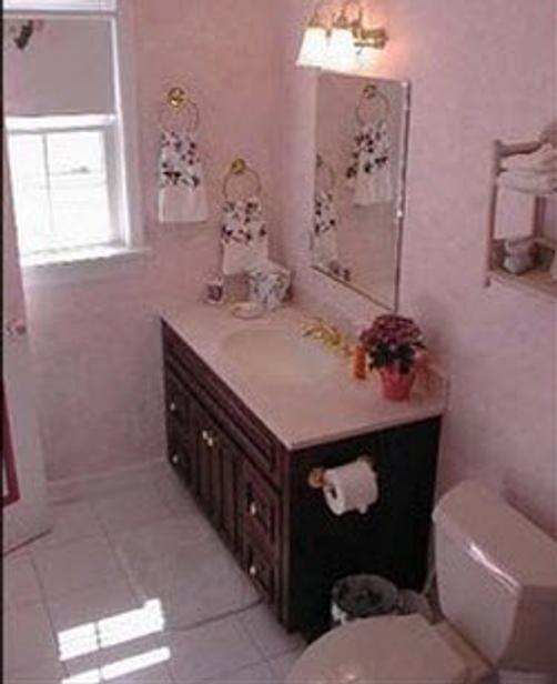 A Victorian on the Bay - Eastport - Bathroom