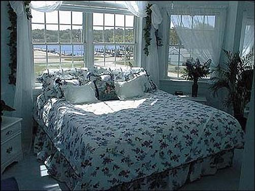 A Victorian on the Bay - Eastport - Bed