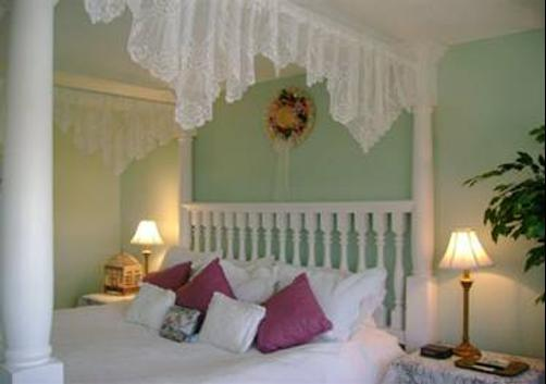 A Victorian on the Bay - Eastport - Bedroom