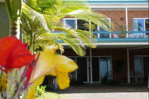 Airlie Court Holiday Units - Airlie Beach - Building