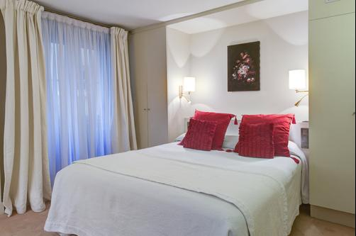 Hotel Pas de Calais - Paris - Bedroom