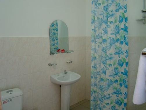 Reef Holiday Apartments - Mahe Island - Bathroom