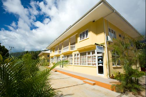 Reef Holiday Apartments - Mahe Island - Outdoors view