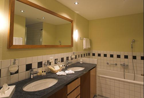 Heliopark Hotels & Alpentherme Leukerbad - Leukerbad - Bathroom