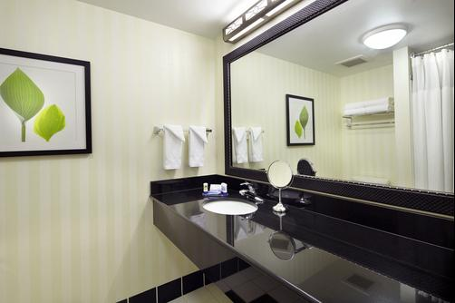Fairfield Inn and Suites by Marriott Pittsburgh Neville Island - Pittsburgh - Bathroom