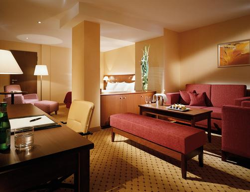 Courtyard by Marriott Munich City Center - Munich - Living room