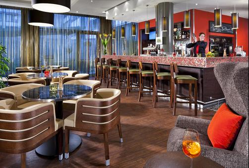 Courtyard by Marriott Munich City Center - Munich - Bar